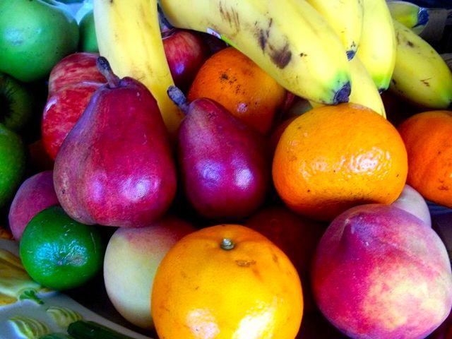 Bandeja de fruta en casa Ohana La Pedrera